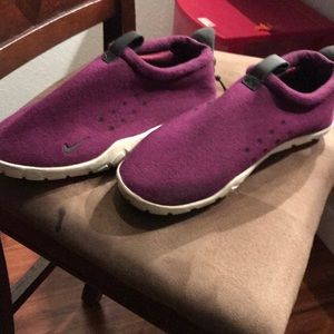 Nike Air Moc Tech Fleece Mulberry